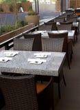inomhus utomhus- restaurang för stång Royaltyfria Bilder
