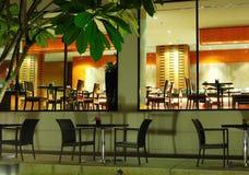 inomhus utomhus- restauranger Royaltyfria Foton