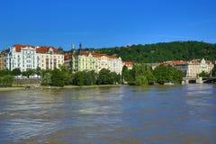 Inondant à Prague en juin 2013, Moldau, château, Prague, République Tchèque Photographie stock libre de droits
