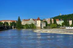 Inondant à Prague en juin 2013, Moldau, château, Prague, République Tchèque Images stock