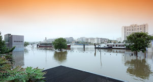 Inondation dans la banlieue de Paris images libres de droits