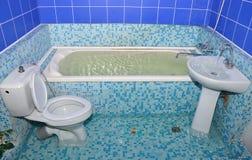 Inondation dans la salle de bains Photos stock