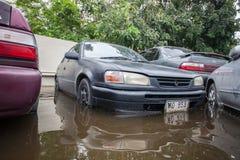 Inondation de Nonthaburi dans le mode de vie de la Thaïlande 2011-The des personnes au MAS Photographie stock libre de droits