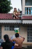 Inondation de Nonthaburi dans le mode de vie de la Thaïlande 2011-The des personnes au MAS Photographie stock