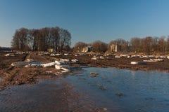 Inondation de ressort en rivière de Lielupe Images stock
