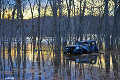 Inondation de ressort sur la rivière Photo stock