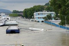 Inondation extraordinaire, sur le Danube à Bratislava photographie stock libre de droits