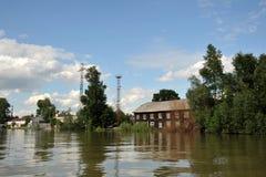 Inondation La rivière Ob, qui a émergé des rivages, en crue les périphéries de la ville Photos stock