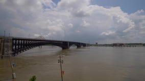 Inondation sur le fleuve Mississippi au Saint Louis de Louis de saint, Etats-Unis - 19 juin 2019 banque de vidéos