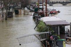 Inondations dans la ville de Paris image libre de droits