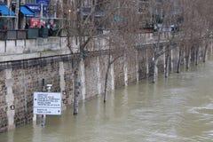 Inondations dans la ville de Paris photographie stock libre de droits