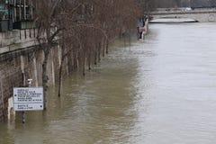 Inondations dans la ville de Paris photographie stock