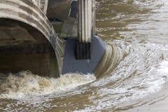 Inondations Prague en juin 2013 - détail de pont de Hlavkuv Photographie stock