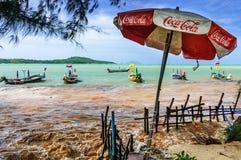 Inondazione di alta marea, spiaggia di Rawai, Phuket, Tailandia Fotografie Stock Libere da Diritti