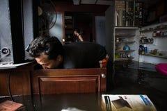 Inondazione di Nonthaburi nello stile di vita della Tailandia 2011-The della gente in mas Immagine Stock Libera da Diritti
