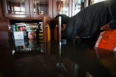 Inondazione di Nonthaburi nello stile di vita della Tailandia 2011-The della gente in mas Fotografia Stock Libera da Diritti
