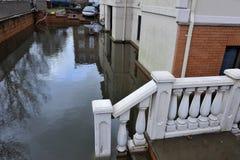 Inondazione di Seriouse nelle costruzioni Immagine Stock