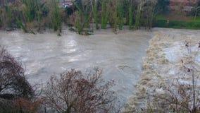 Inondazione di straripamento del fiume video d archivio