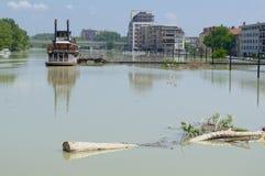 Inondazione il Danubio in Gyor del centro Fotografia Stock Libera da Diritti