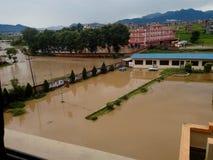 Inondazione nel nostro istituto universitario fotografie stock