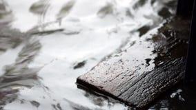 Inondazione sulla strada video d archivio