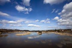 Inondazioni della primavera in piccolo fiume Fotografia Stock Libera da Diritti