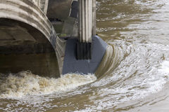 Inondazioni Praga giugno 2013 - dettaglio del ponte di Hlavkuv Fotografia Stock