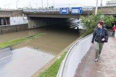 Inondazioni Praga giugno 2013 - strada sommersa Immagine Stock Libera da Diritti