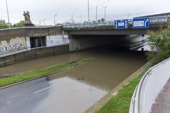 Inondazioni Praga giugno 2013 - strada sommersa Fotografie Stock Libere da Diritti