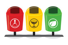 Inorgánicos orgánicos reciclan basura inútil degradable de la botella separada de la segregación de la separación del compartimie Fotos de archivo