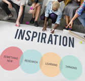 A inovação começa acima o conceito criativo imagens de stock