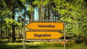 Inova??o do sinal de rua contra a estagna??o imagem de stock