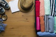 Inpackning av ett bagage för en nytt resa och lopp Fotografering för Bildbyråer