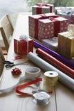 Inpackningspapper och tillbehör för jul Royaltyfri Bild