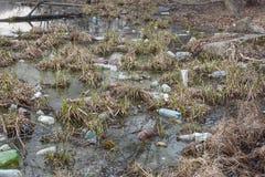 Inquinamento dei corpi dell'acqua Problema ecologico fotografia stock libera da diritti