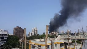 Inquinamento del fumo del fuoco stock footage