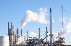 Inquinamento della raffineria Fotografie Stock Libere da Diritti