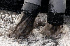 Inquinamento delle acque in fiume fotografie stock