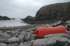 Inquinamento di plastica in mari fotografie stock