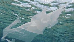 Inquinamento ecologico della plastica dell'oceano archivi video