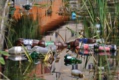 Inquinamento nell'acqua del lago, Romania Fotografie Stock
