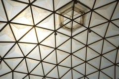 Inrama i kupolstrukturtaket Arkivbild