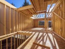 Inrama konstruktion av ett nytt hus Fotografering för Bildbyråer