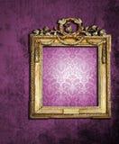 inramniner den retro wallpaperen för guld Royaltyfria Foton