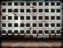 inramniner grunge över fotoväggen Arkivbilder