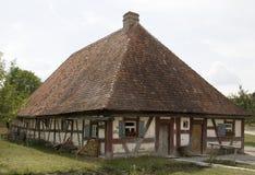 Inramnintt hus för gammal timmer Arkivfoto