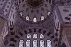 Inre Adana den centrala moskén från en låg fördelpunkt, inomhus arkivbilder