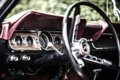 Inre antik bil Ford Mustang Fotografering för Bildbyråer