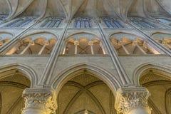 Inre arkitektonisk detalj av Notre Dame arkivfoto