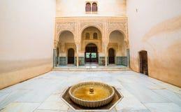 Inre arkitektur av Alhambra Palace, Spanien Royaltyfria Foton